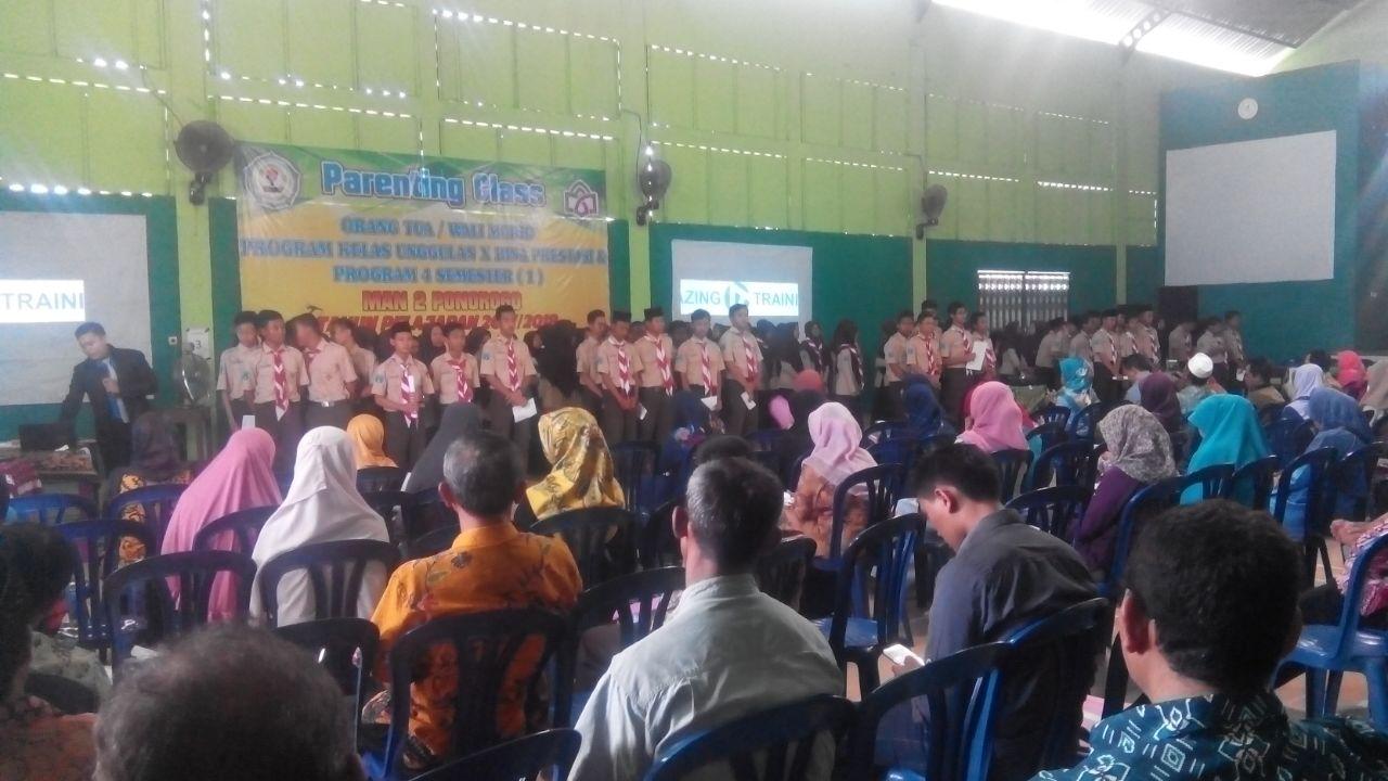 Parenting & Motivasi, Jembatan Komunikasi Siswa Dan Orang Tua