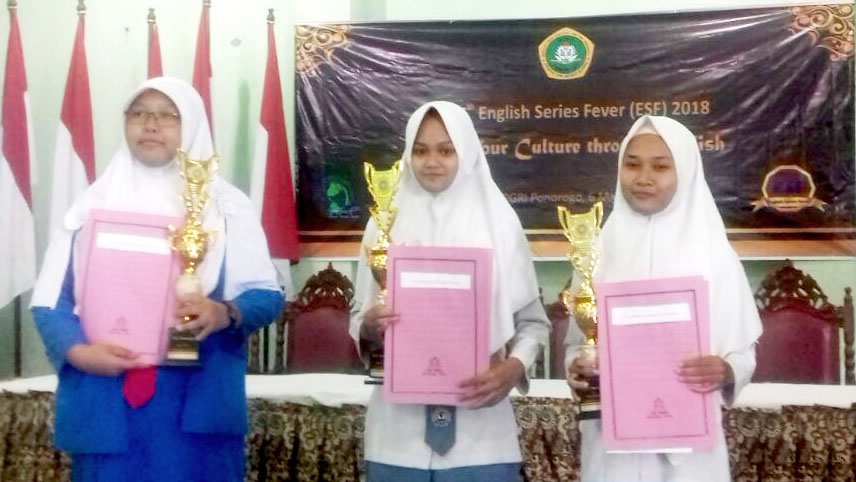 MAN 2 Juara English Series Fever 2018 di STKIP Ponorogo
